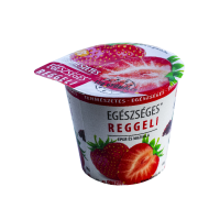 Egészséges reggeli poharas zabkása eper-mazsola